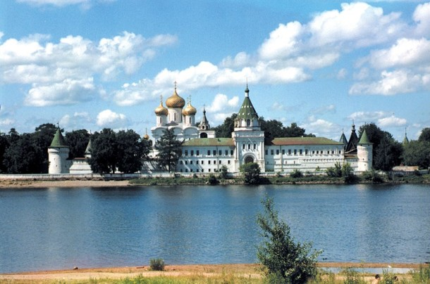 river cruising through russia