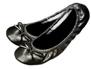 black foldable travel shoes